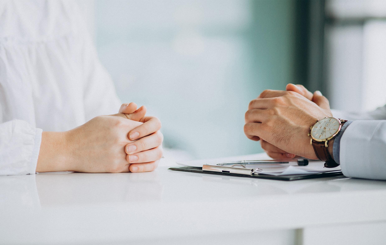 Thérapie-ciblée-médecin-patiente