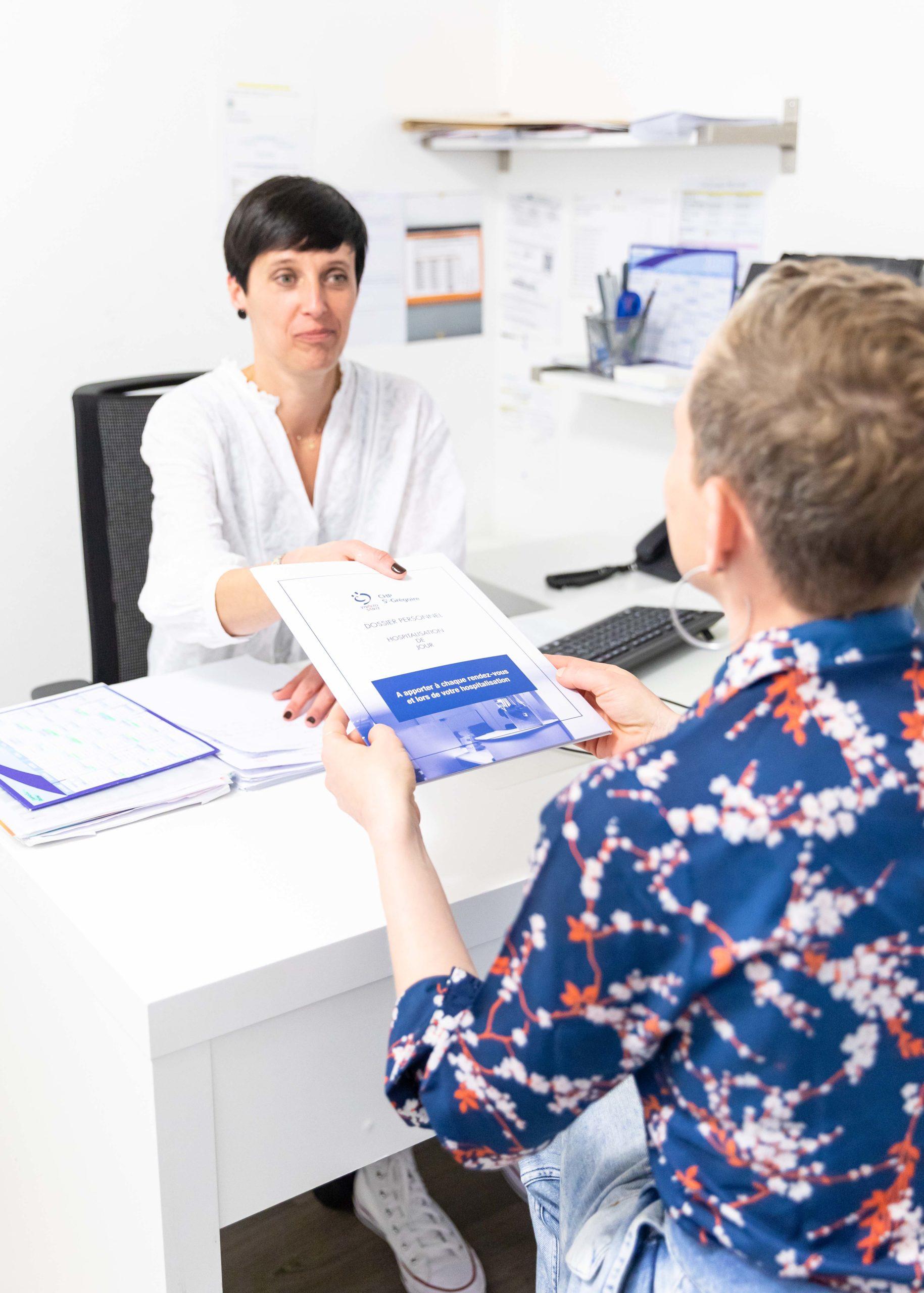 patiente-et-secrétaire-médicale-ERS